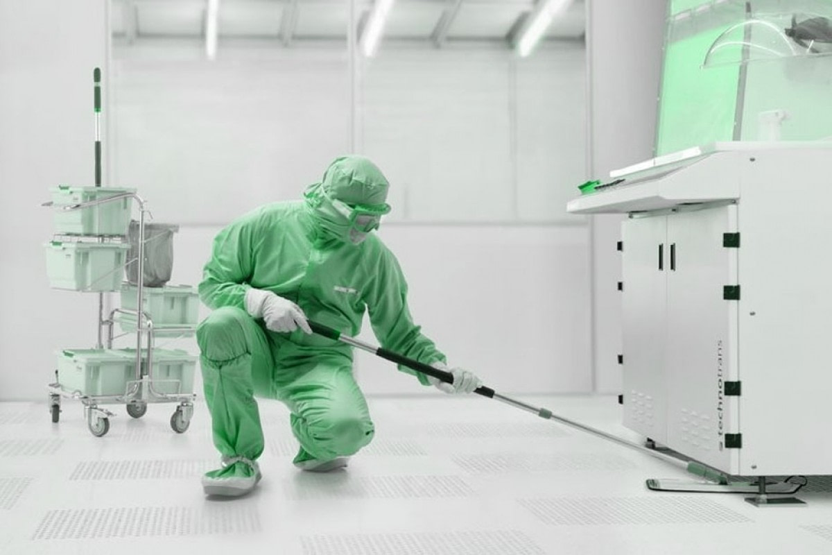 cleanroom-cleaning-and-disinfection-406_L.jpg